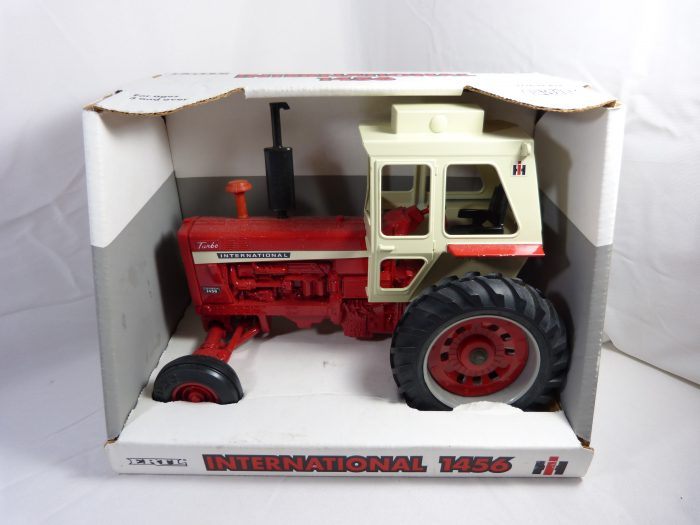INTERNATIONAL 1456 Turbo Tractor WF 1/16 Scale #2311