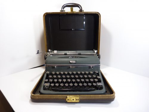 Royal Quiet Deluxe Typewriter 1941