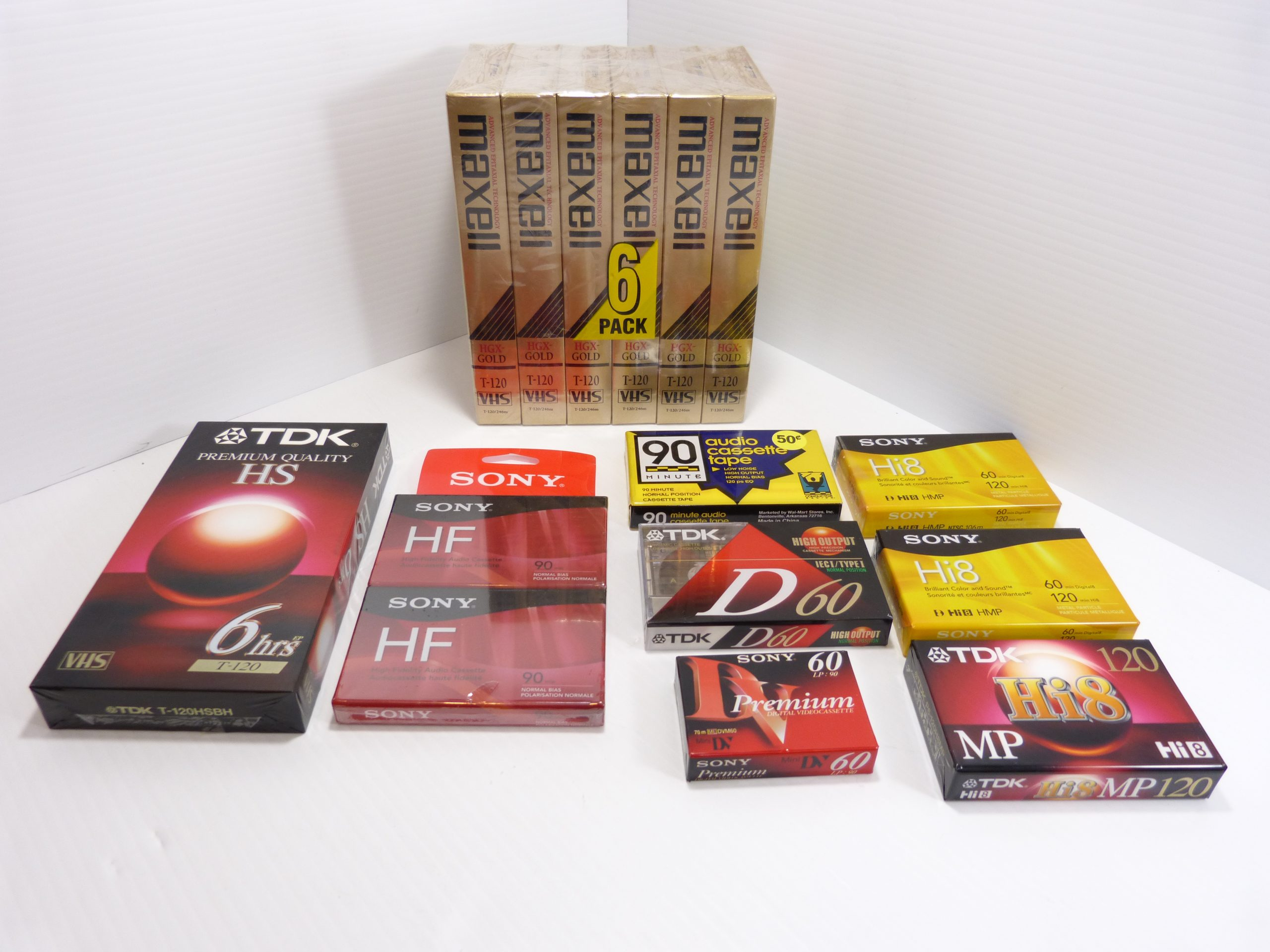 Magnetic Media Mixed Lot - 7 Vhs - 4 Audio -3 Hi 8 - 1 Mini DV. The item condition is new. Mixed lot of magnetic media as pictured. Please check photos carefully.
