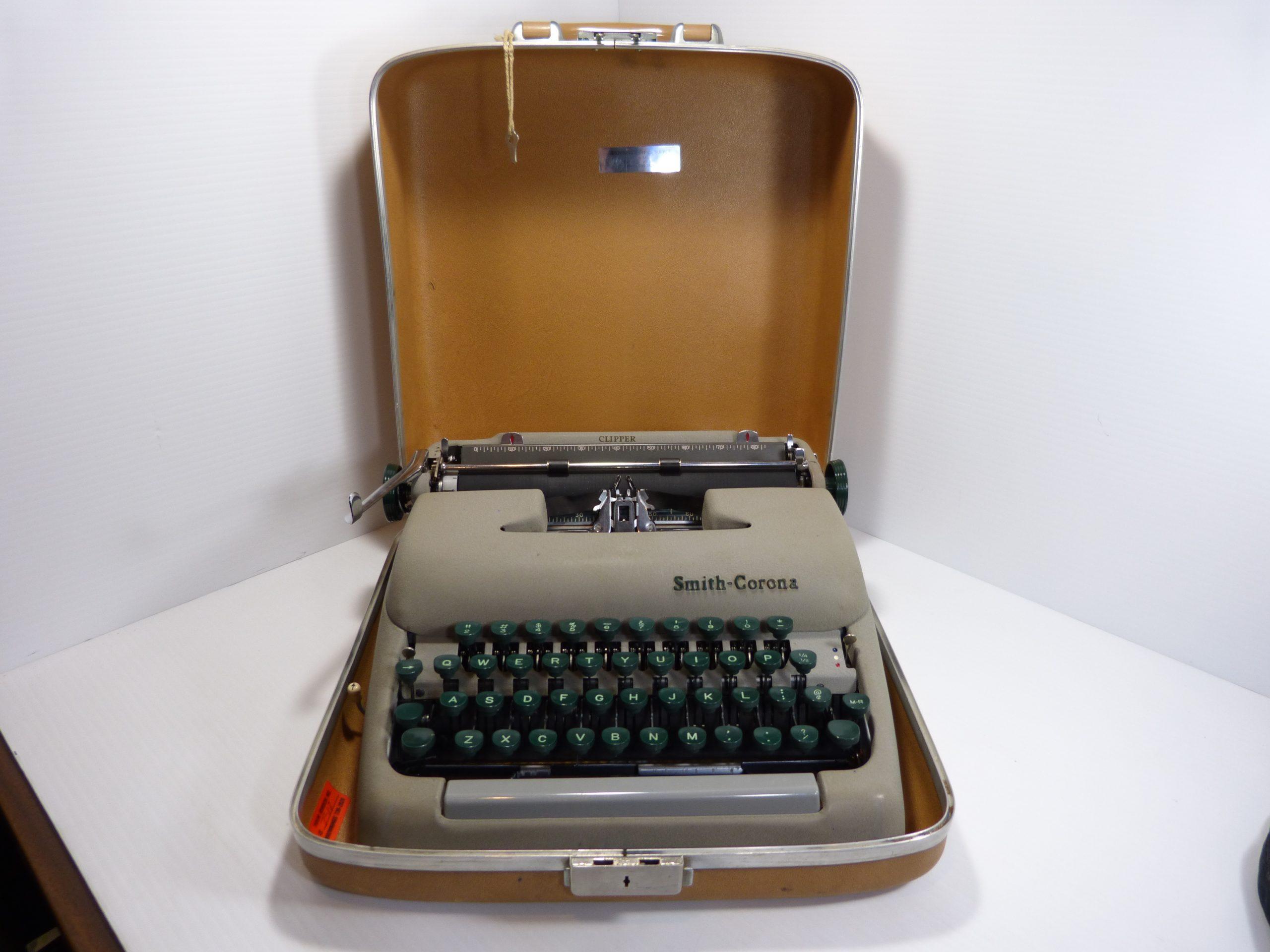 Smith Corona Clipper 5C Typewriter 1958